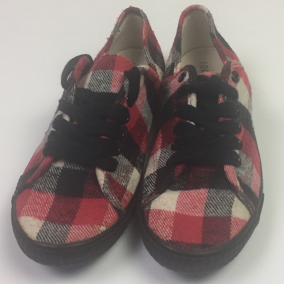 f8a547f53276e [Forever 21] NWOT Plaid lace up tennis shoes NWT